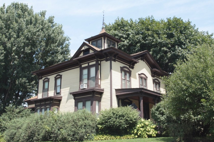 The cupola atop the Hinkel House was removed in the 1920s and was reconstructed as part of the Sullivan's renovation.