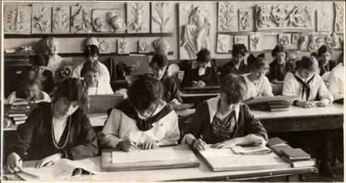 Students hard at work in an art classroom in 1918. Courtesy Minnesota Historical Society