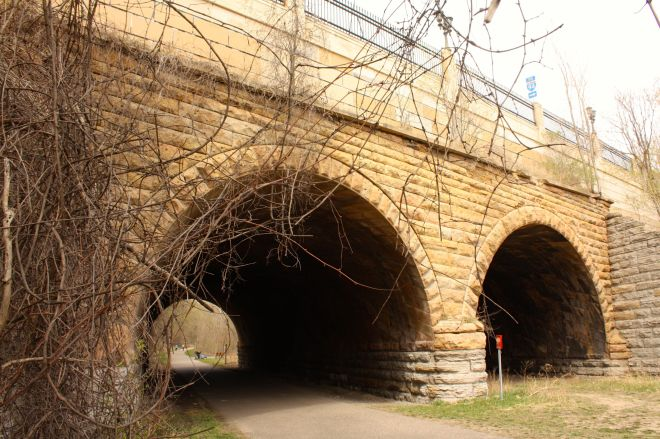 William Truesdell designed the bridge using a complex and unusual helicoidal (spiral) technique because Seventh Street crossed over the railroad tracks at an odd and rare 63 degree angle. (7)
