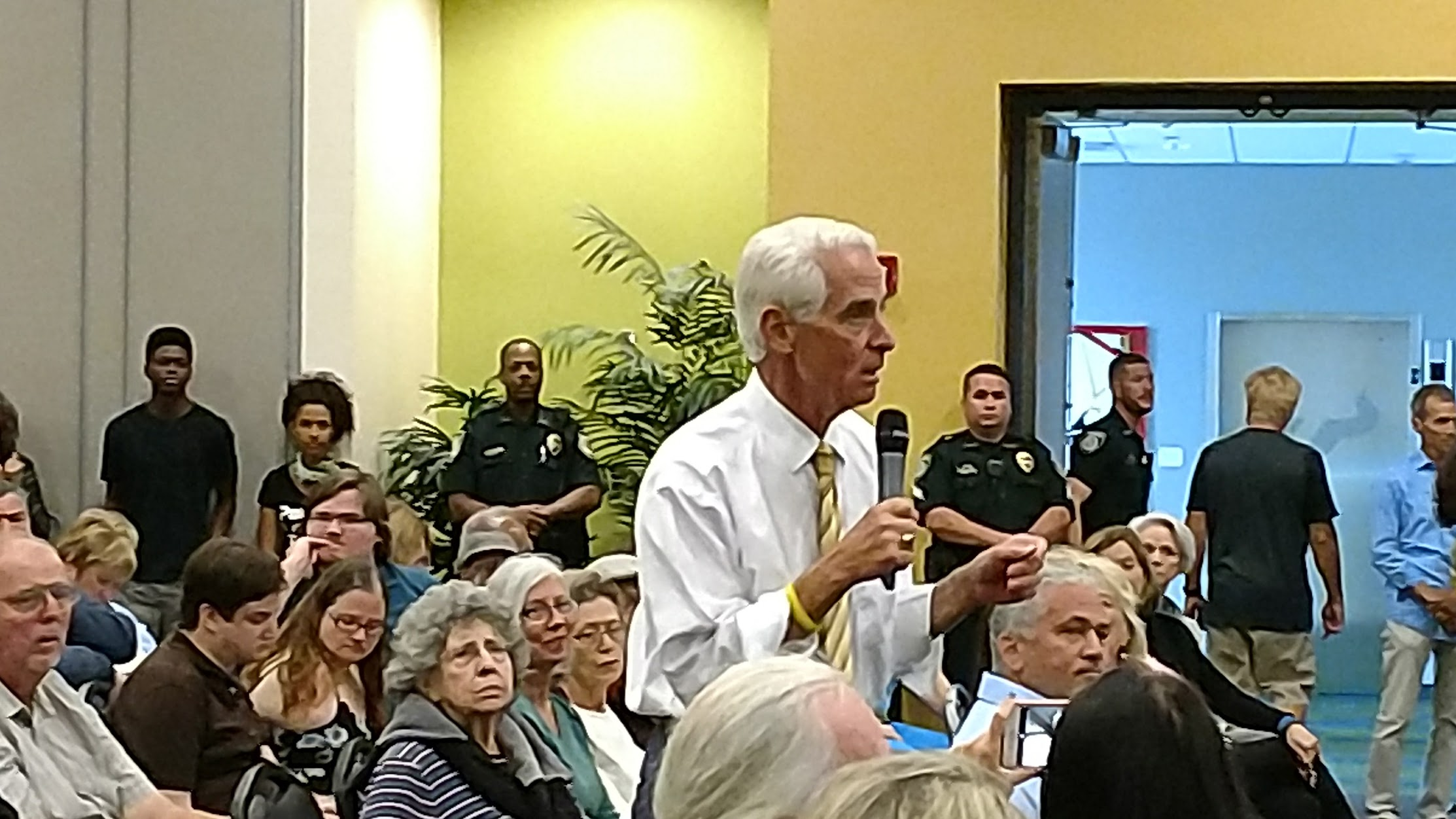Charlie Crist fields questions for nearly four hours at ...