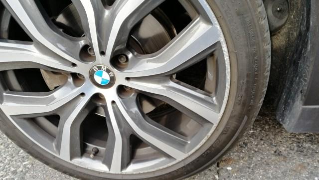BMW X1 19インチ ダイヤモンドカットホイール傷修理前