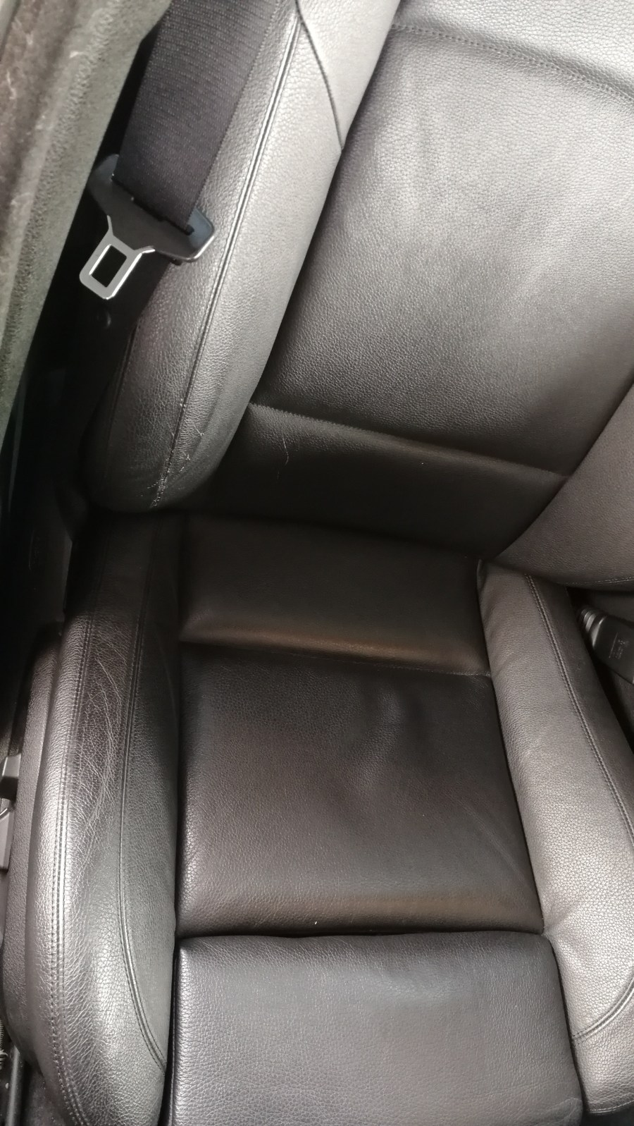 BMW 523d シート傷補修 ステアリング擦れ補修前