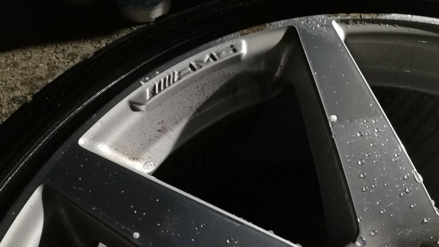 メルセデスベンツC250クーペ ダイヤモンドカットホイール傷修理 洗浄作業
