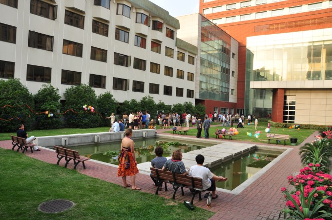 Photo of the HNC courtyard courtesy of Margaux Fimbres