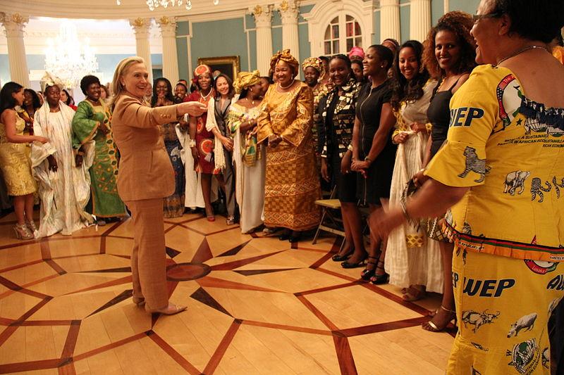 800px-secretary_clinton_greets_african_womens_entrepreneurship_program_participants