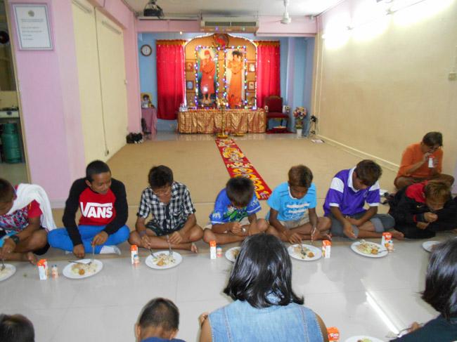 Serving the needy at Sai Prashanti Centre