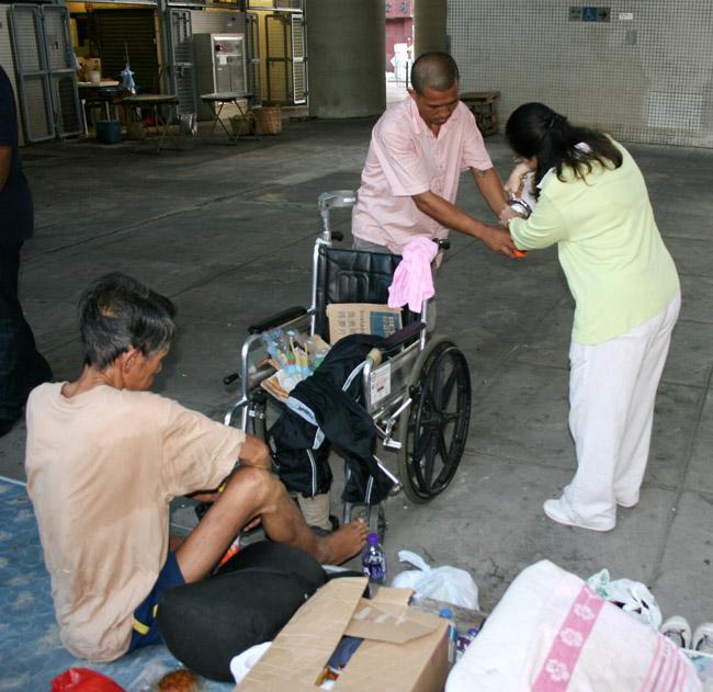 HK - Serving street sleepers