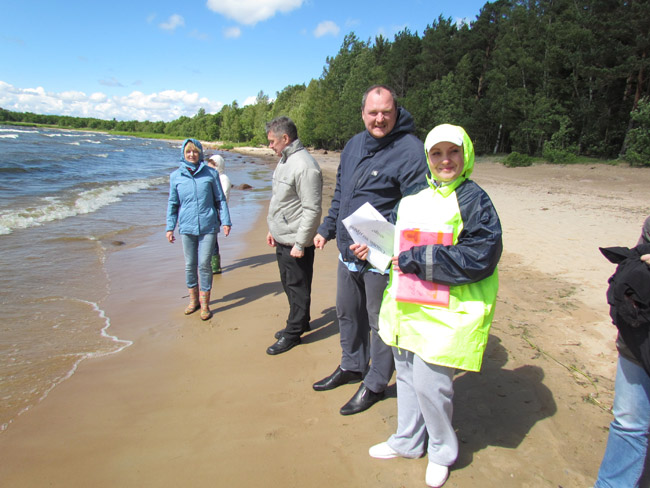 Russia - Shepovalovo - Beach cleaning