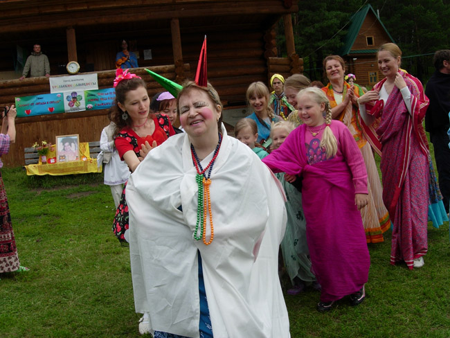 2014.07.20-29 -8Z-Russia-Ural region - Arakeeva - Child Zonal camp - Day culture India (kirtan with the sacred cow)