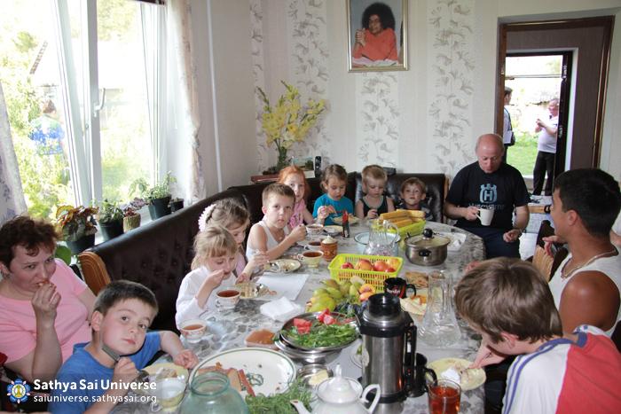 Children at _Selflessness of Autumn_ programme