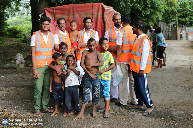 Mauritius Relief Volunteers ready for work