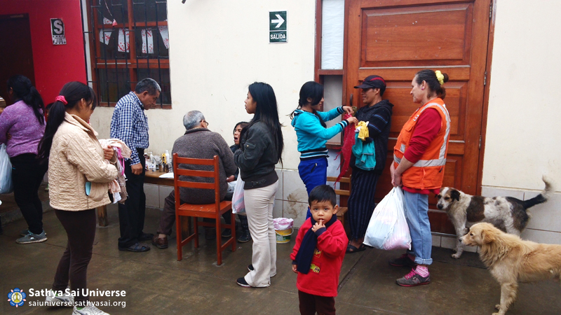 04 TiclioChicoPeru People Waiting for Dentist copy