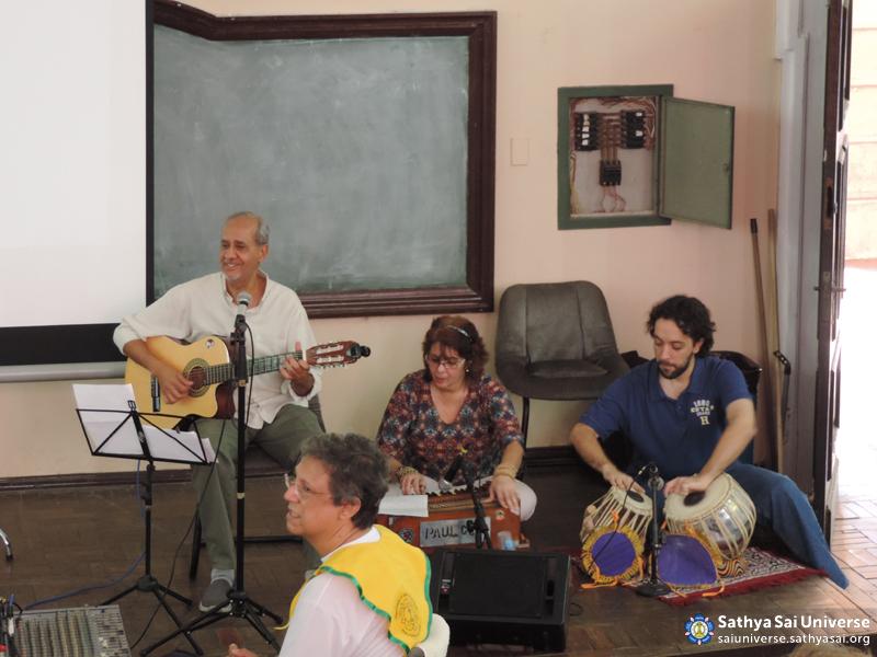 Z2B-Brazil-2015-08-01- Group of bhajans singing  devotional songs copy