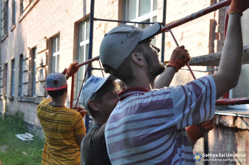 2015.07.04-07-8Z-Ukraine-national medical-labor camp-Construction work