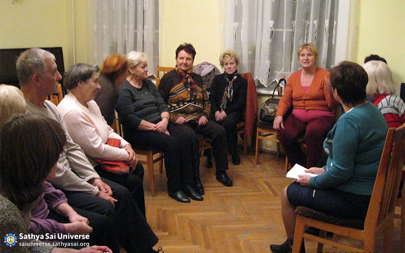 2015-11-07-8Z-Russian- region 3-meeting with the public