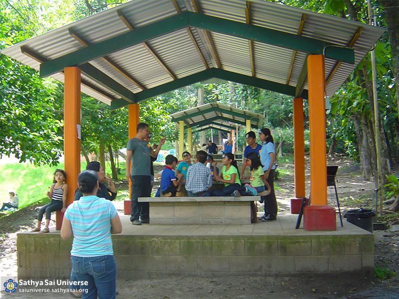 Z2A El Salvador serving children 2015-11-01 11.28.15