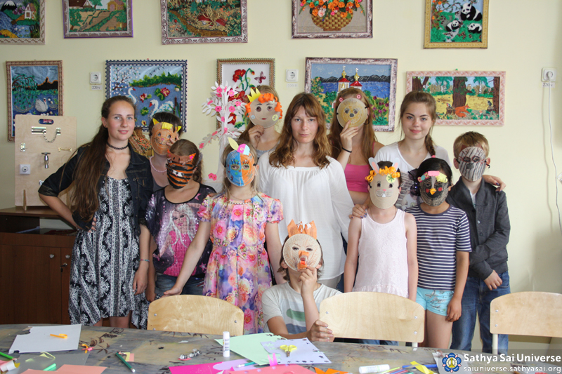 2015.08.05-15 -8Z -Russia-North-Western region - medical and construction camp-creative workshops for children at the House of culture copy