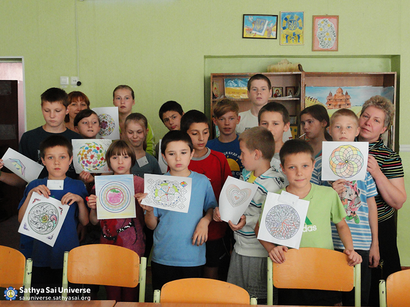 2015_09_19_Z8_ Ukraine_ Kharkov_  Serve the Planet_ Classes for children of the community at a regional orphanage_ Group picture