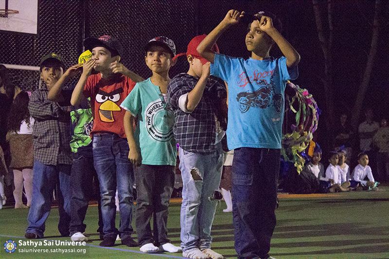 Z2B-Brazill-2015-07-Opening SportCourt - Dance performance of students (1)