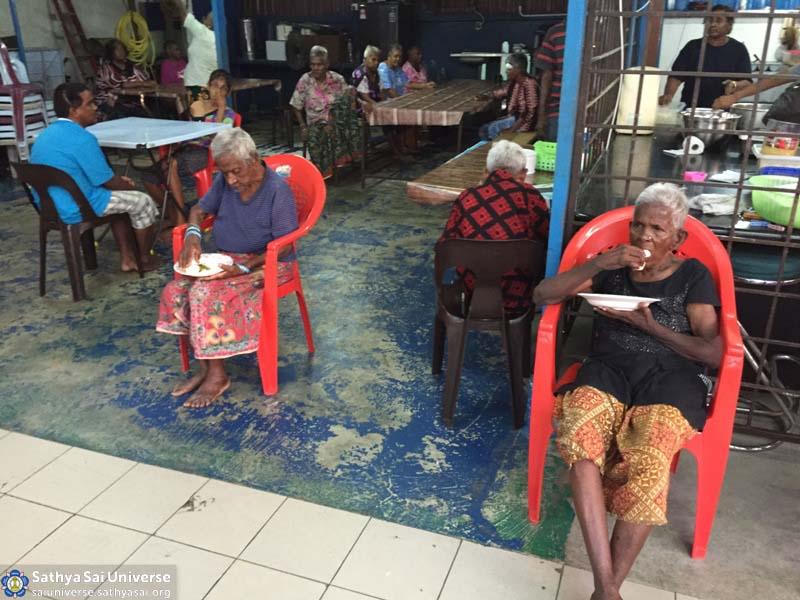 Malaysia 2016 Aradhana Mahotsavam Seva at old-folks home copy