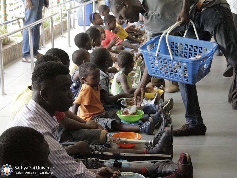 helping-disabeled-children-ghana-2017-9-copy