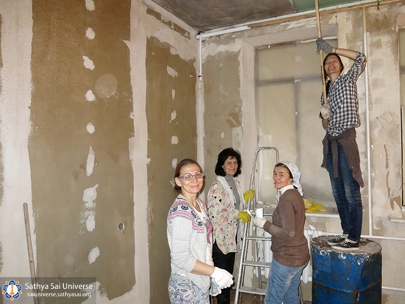 2016-10-29-30-8z-russia-north-west-region-medical-and-volunteer-camp-painting-ceilings-copy