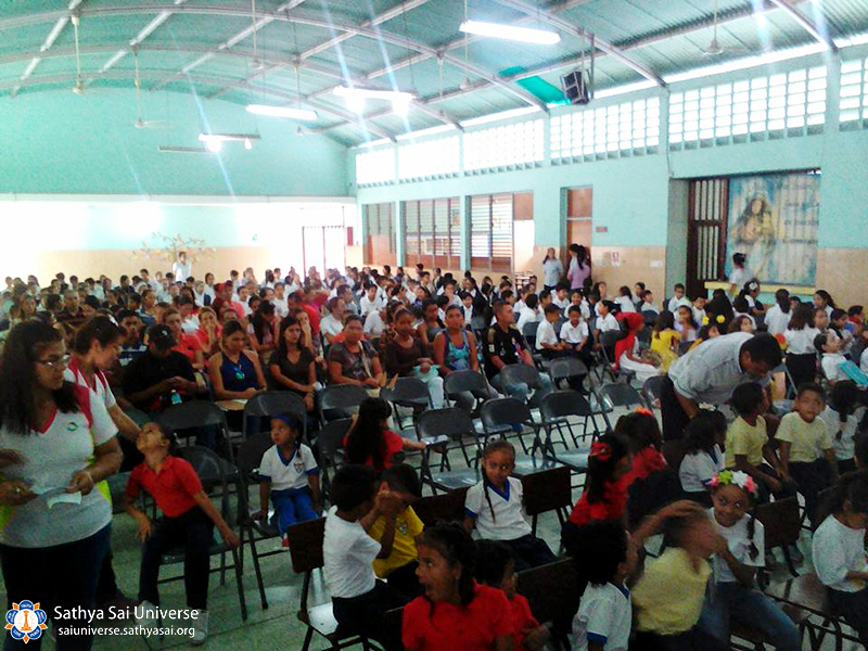 zone-2-b-venezuela-27-4-2017-initial-education-center-singing-poetry-for-the-day-of-the-earth-and-human-values-in-auditorium-divina-pastora-college-barquisimetto-lara-state10