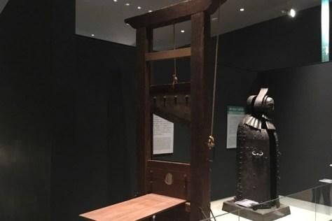 アイアン・メイデン(鉄の処女)とギロチン台