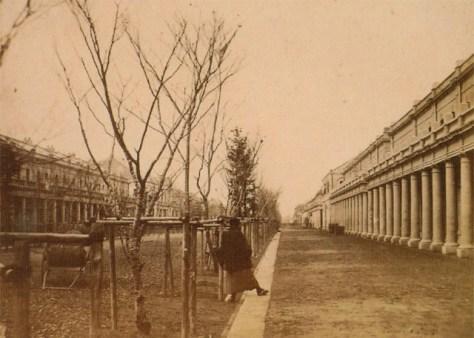 古写真:明治六年(1873年)十月、完成した銀座レンガ街。