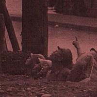 鎌倉橋に残る戦争の傷跡