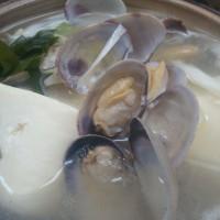 あっさり豆腐鍋は塩味のお出汁でさっと炊き上げる、まさに名前の通りあっさりしたお鍋です。