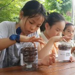 [South Korea] The children who are busy planting the peace seeds in the recyclable flower pots