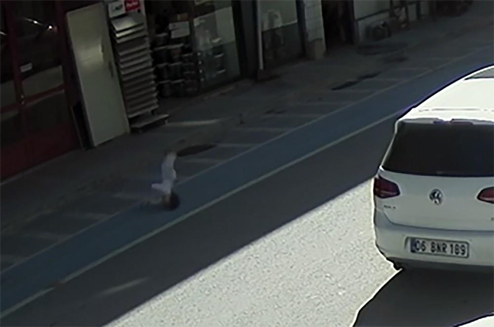 3 yaşındaki çocuğun 4'üncü kattan düşme anı kamerada