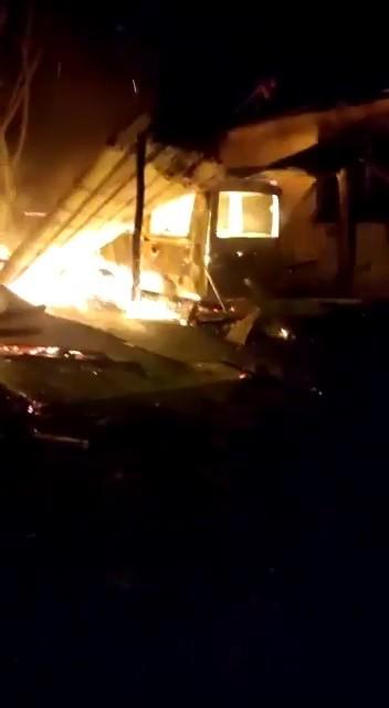 Garajda çıkan yangında arabası, bahçe motoru, motosikleti ve 30 bin lirası kül oldu