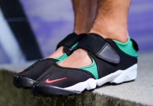 nike-air-rift-black-green-red-og-on-foot-1