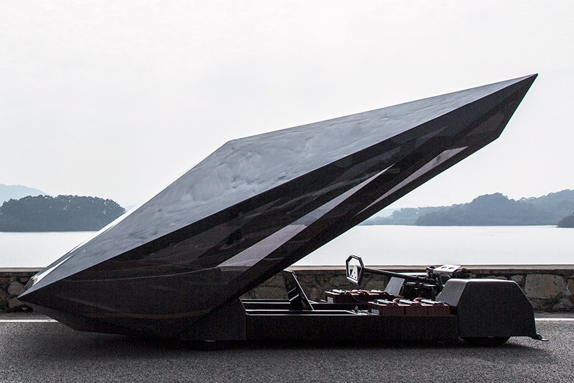 united-nude-lo-res-car-designboom-05-818x546