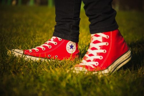 converse-all-star-logo-red-shoes-walk-pair