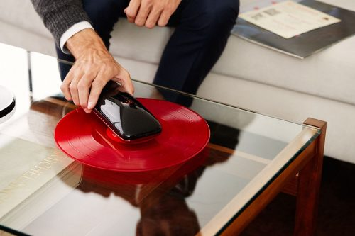 LOVE_Turntable_revolutionary_smartphone_controlled_turntable_crowdfunding_Agency2.0_Gallerya-compressor