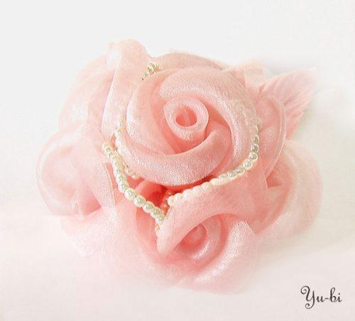 ふんわり薔薇花いっぱいエレガントレースコサージュ