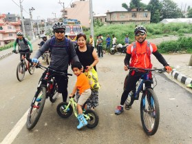 family-stop-by-at-back-gate-vinayak-colony