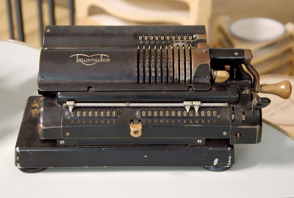 Calculating Machine Mechanically Old  - hansbenn / Pixabay