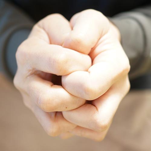 指先マッサージ 指もみ 指組み