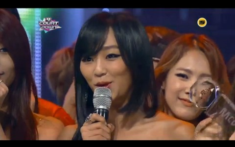 130705sistar-give-it-to-me-mcountdown01