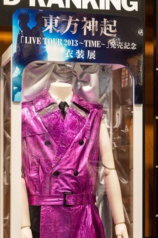 131023tvxq-time-live-dvd-bluray-costume-shibuya-tsutaya15