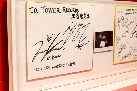 131023tvxq-time-live-dvd-bluray-costume-towerrecord-shibuya14