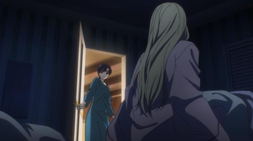夜、軍からの緊急連絡を受ける リーナ