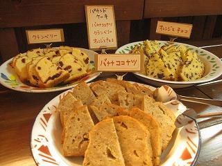 石垣島のカフェ&カレー「トラベラーズカフェ朔」の音楽とスイーツ ケーキ類