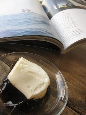 石垣島のカフェ&カレー「トラベラーズカフェ朔」の波照間産黒糖とミルクのゼリー