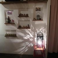 石垣島のカフェ&カレー「トラベラーズカフェ朔」の夜の店内装