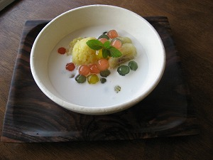 石垣島でランチなら「トラベラーズカフェ朔」のチェーチュオイ